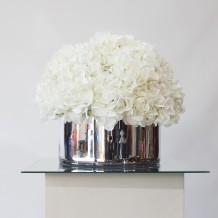 http://www.hireandstyle.com/wp-content/uploads/2013/11/Room-Decorations_Vases-Urms-Bowls-218x218.jpg