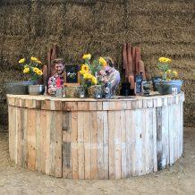 Round wooden pallet bar